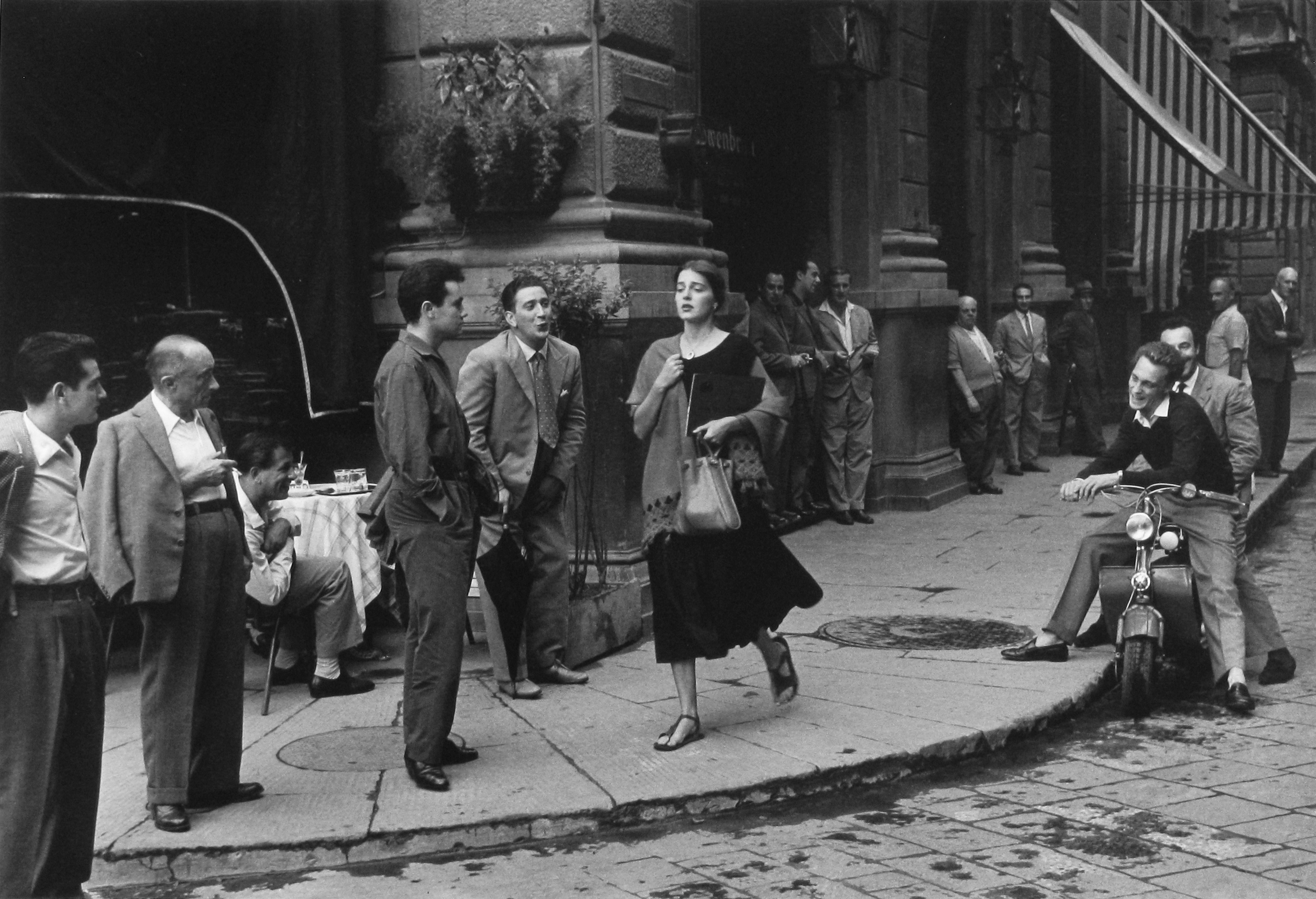 'American Girl' photo: American Girl in Italy, 1951 © 1952, 1980 Ruth Orkin / Courtesy of Stephen Bulger Gallery