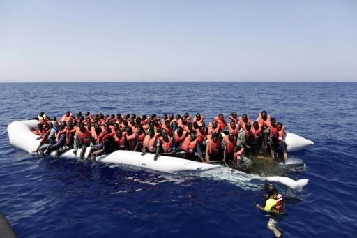 Italiens Küstenwache rettet rund 6500 Flüchtlinge vor Libyen aus Seenot