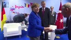 Merkel beim Nato-Gipfel: Dieses Bild der Kanzlerin ist eine Schande