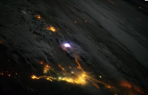 Εκπληκτική φωτογραφία την ώρα που κεραυνός «χτυπάει» τη Γη