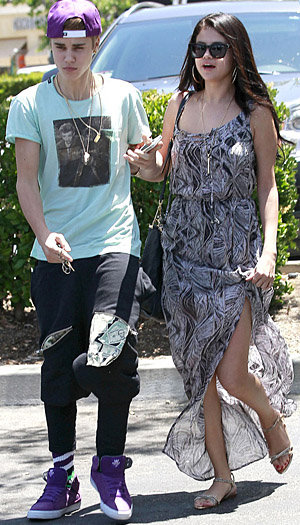 Justin Bieber and Selena Gomez (PacificCoastNews.com)