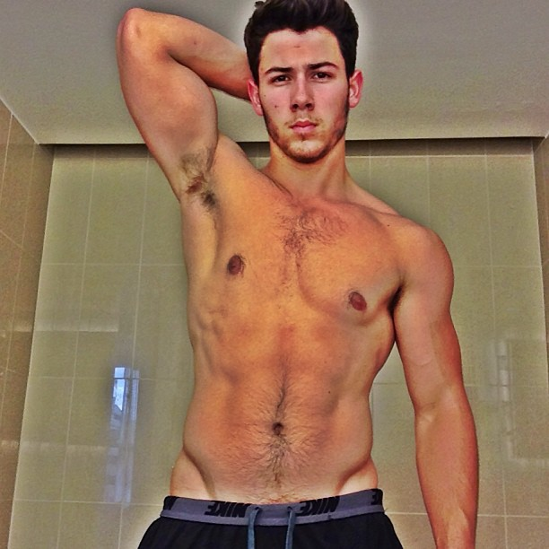 Nick Jonas shows off ripped bod (Instagram)
