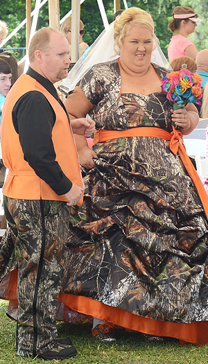 Mama June and Sugar Bear in camo! (Splash News)