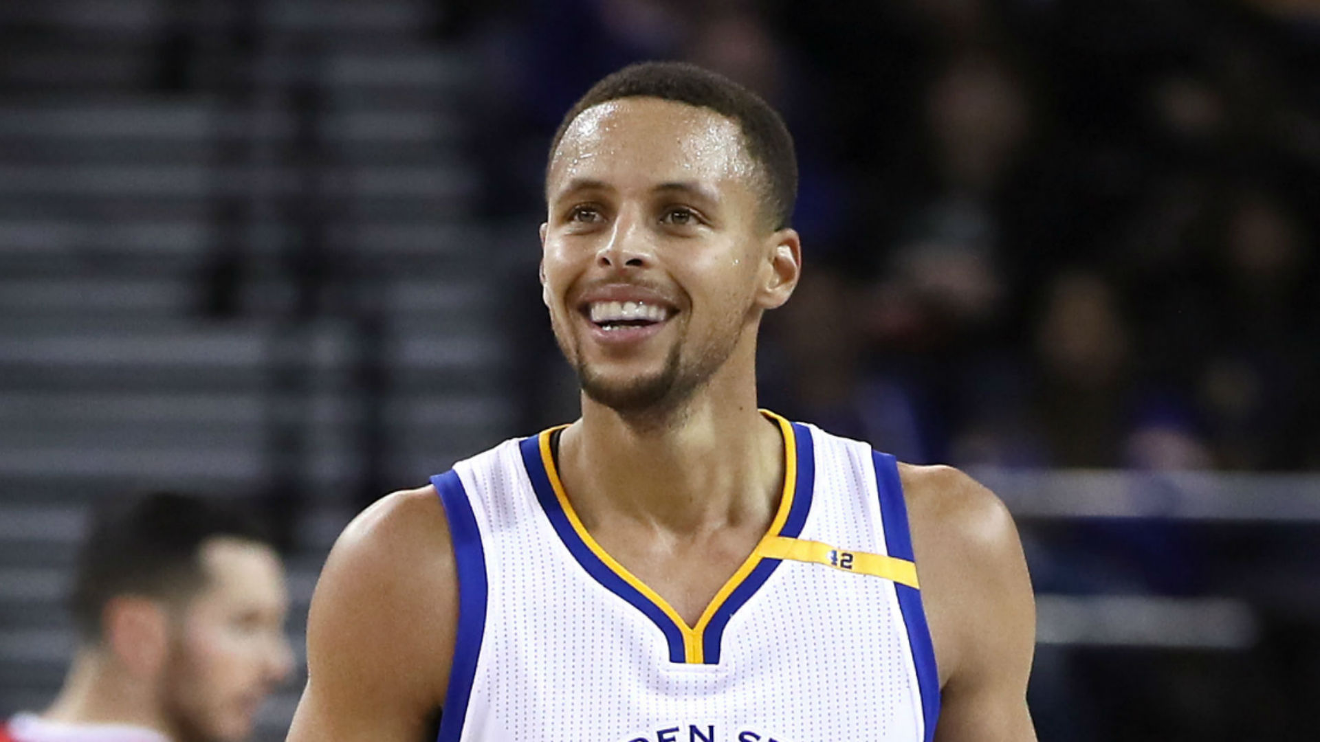 Curry breaks NBA single-game record with 13 three-pointers