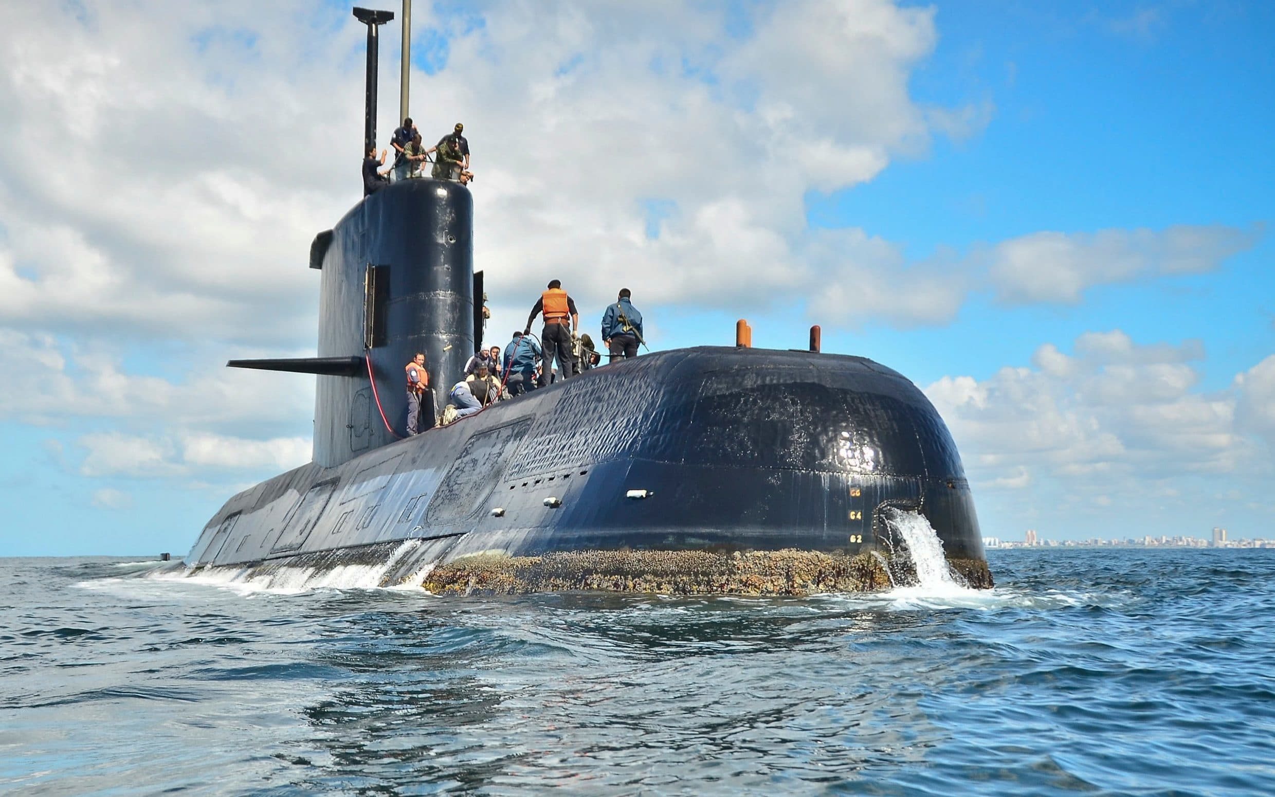 Missing Argentine submarine 'running out of air' and had reported fault before vanishing