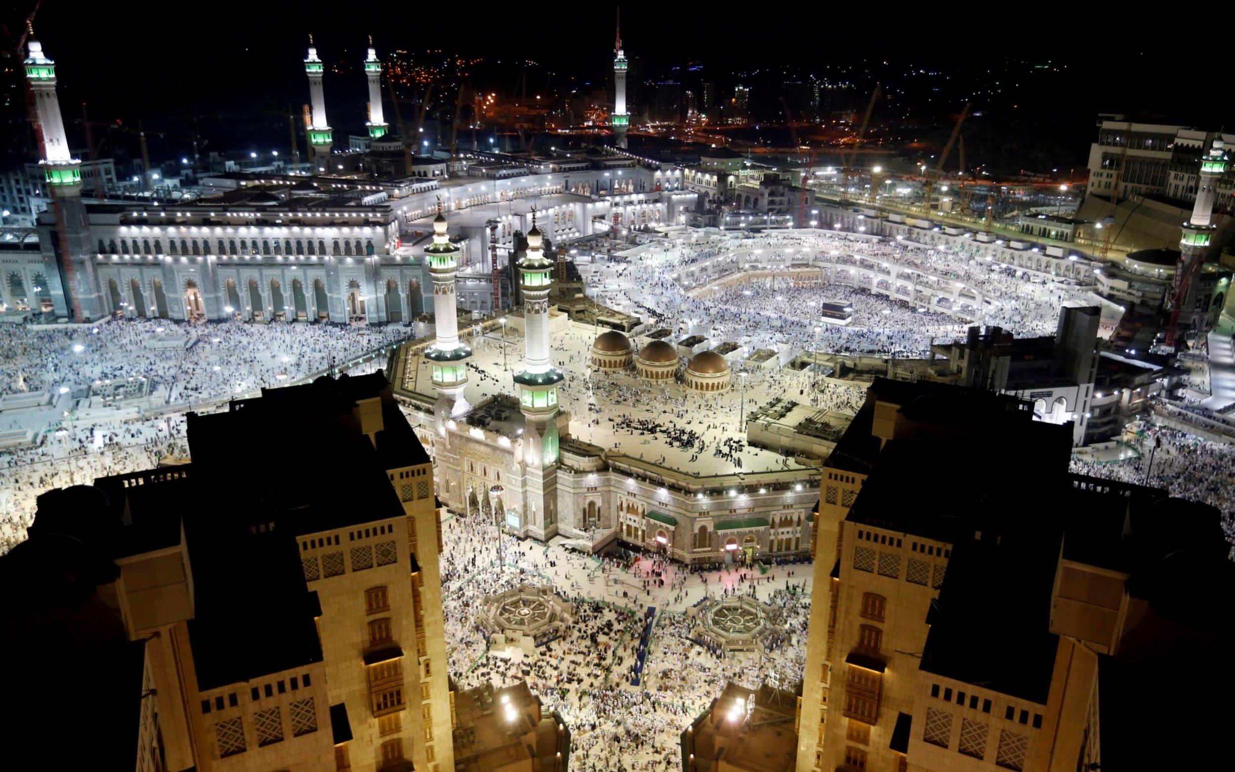 Suicide bomber blows himself up as Saudis foil Mecca plot