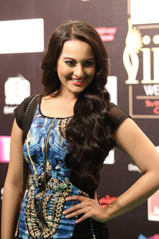 Sonakshis-side-part