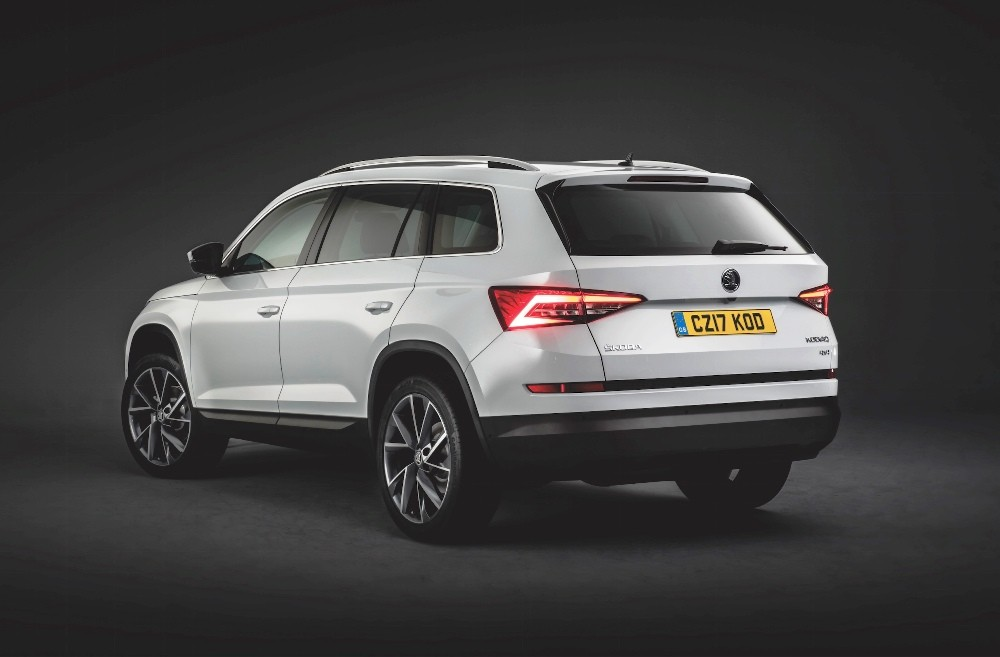 skoda kodiaq 7 seater suv unveiled confirmed for india launch next year. Black Bedroom Furniture Sets. Home Design Ideas