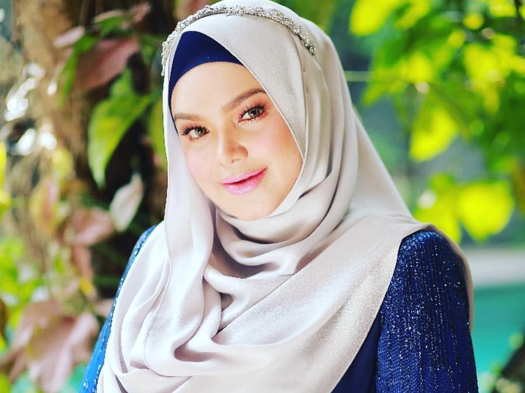 After A Long Year Wait Dato Sri Siti Nurhaliza Can Now Herself A Proud Mother