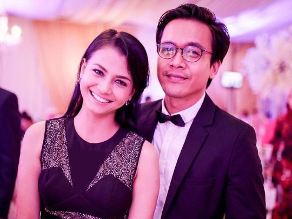 Azwan Kombos and Ezzaty Abdullah will get married this Raya