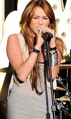 Miley belts it out. - Jordan Strauss/WireImage.com