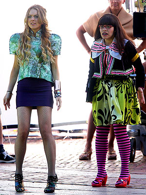 "Guest star Lindsay Lohan joins America Ferrera on the set of ""Ugly Betty."" - James Devaney/WireImage.com"