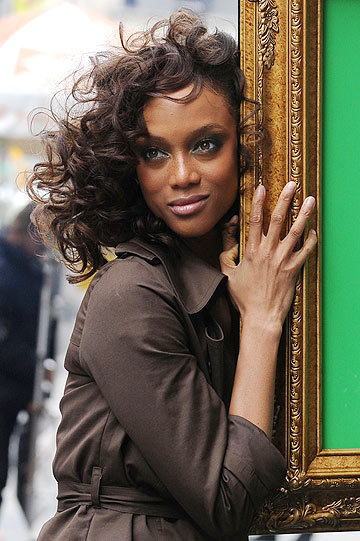 "Tyra ditched her extensions on the season premiere of ""The Tyra Banks Show."" - Doug Meszler/Splash News"