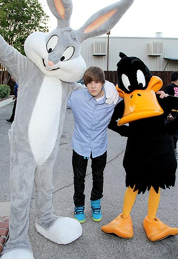 The teen idol hangs out with his new friends: Bugs Bunny and Daffy Duck. - Mathew Imaging/WireImage.com