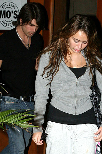 Is Miley avoiding the camera because she's embarrassed that she wore her pajamas out for dinner? - ce-Fabio/X17online.com