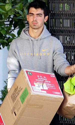 Joe Jonas looks serious while entering girlfriend Ashley Greene's apartment complex. - Castro/X17online.com