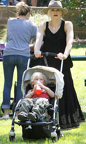 Gwen gave Zuma a lift at the zoo. - Splash News/Pictures Los Angeles