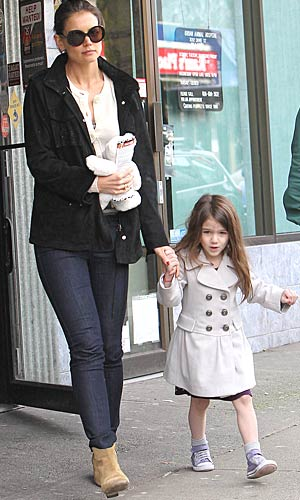 The 4-year-old and her mom Katie head out after grabbing a bit to eat at a local restaurant. - PacificCoastNews.com