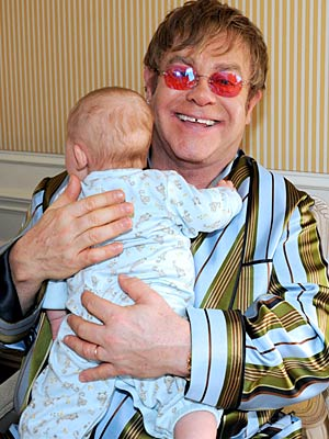 Elton shares a cuddle with his 4-month-old son. - ABC/Donna Svennevik