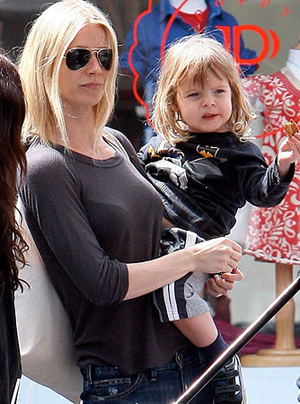 Gwyneth Paltrow's son Moses is apparently a fan of Batman! - Mariotto-Sasha/X17online.com