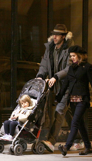 Isla Fisher and Sacha Baron Cohen take their older daughter Olive out for a walk in in Paris. - KCSPresse/Splash News
