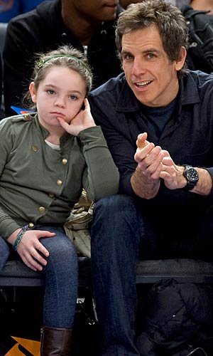 Ben Stiller and his daughter Ella take in the Knicks game. - Anthony J. Causi/Splash News