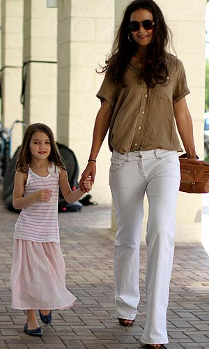 Katie Holmes and her daughter Suri looked ready for summer while walking around Miami. - Pichichi/Splash News