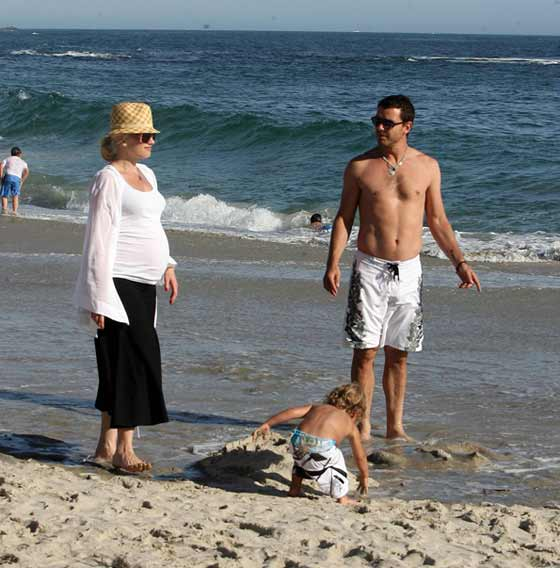 Gwen, Gavin, and Kingston soak up the California sunshine. - X17 Online
