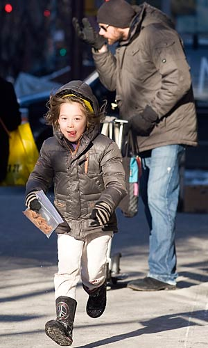 Ava scores some snacks! - Jason Webber/Splash News