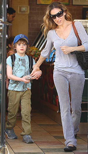 Sarah Jessica Parker and her son James Wilkie grab a snack at Subway. - Wagner Az/PacificCoastNews.com