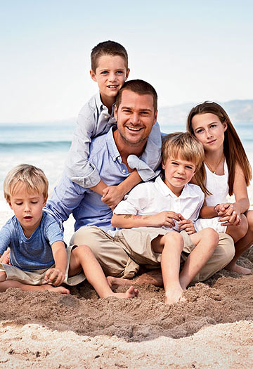 Chris O'Donnell and his kids pose for Redbook in Venice Beach, California. - Matt Jones/Redbook
