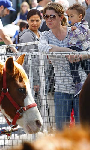 Ellen and daughter Stella hit up the petting zoo. - Karl Larsen/INFPhoto.com