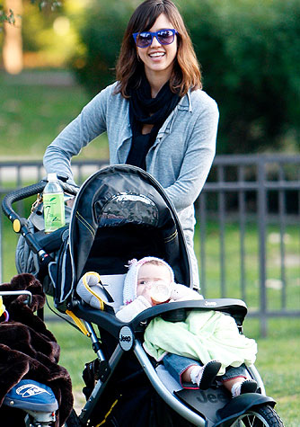 Jessica Alba and her daughter head to LA's Coldwater Canyon Park for a playdate. - Madison/X17online.com