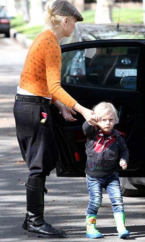 Gwen Stefani takes Zuma in for a checkup. - INFphoto.com
