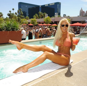 A totally natural poolside pose. - Denise Truscello/WireImage