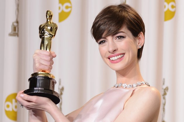 Anne Hathaway in the Oscars press room on Sunday (Photo: Jason Merritt/Getty Images)