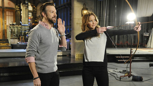 Jason Sudeikis and Jennifer Lawrence (Photo: NBC)