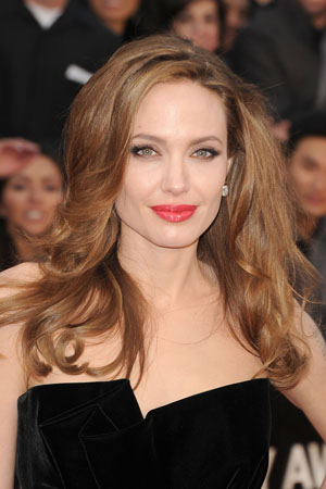 Angelina Jolie Lights up the Oscars Red Carpet with New Hair