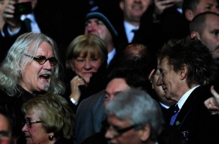 Celtic fan Rod Stewart (r) chats with actor Billy Connolly (l) before a UEFA Champions League match between Celtic and Juventus at Celtic Park Stadium in Glasgow, Scotland. (Photo by Stu Forster/Getty Images)