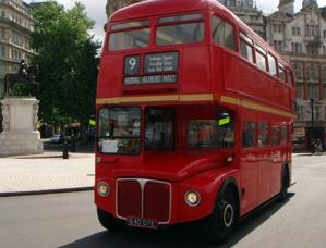 Red double-decker buses take tourists on classic hop-on, hop-off tours of London. (Photo by BitBoy via Wikimedia Commons)