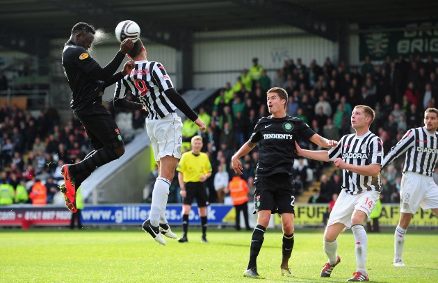 Celtic player Victor Wanyama (l) rises above Steven Thompson to get in a header during a Scottish Premier League match between St Mirren and Celtic at St Mirren Park in Paisley, Scotland. (Photo by Stu Forster/Getty Images)