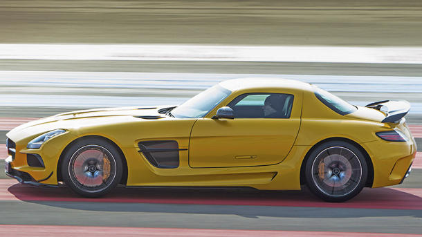 2014 Mercedes-Benz SLS AMG Black, punching back: Motoramic Drives