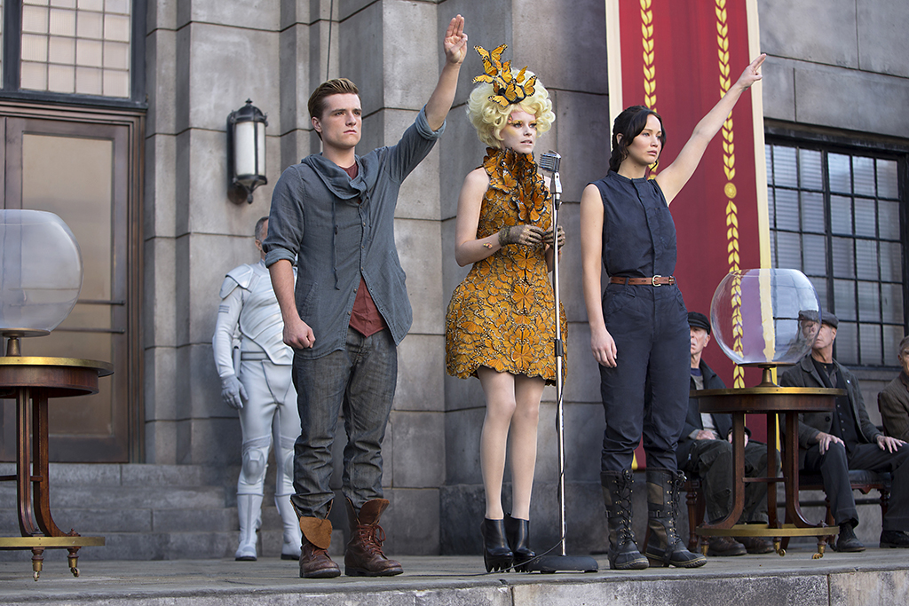 Josh Hutcherson, Elizabeth Banks and Jennifer Lawrence in 'The Hunger Games: Catching Fire' (Photo: Lionsgate)