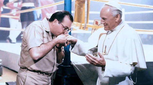 Gene Greytak as Pope John Paul II, right, in 'Hot Shots,' 1991 (Photo: 20th Century Fox)