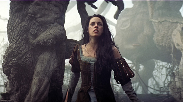 Kristen Stewart in 'Snow White & The Huntsman' (Photo: Universal Pictures)