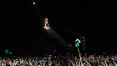 Coachella 2011 Sunday: Kanye West Literally Touches The Sky