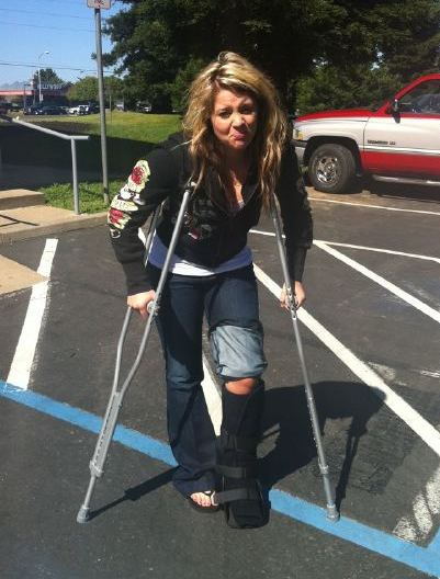 Lauren Alaina Sprains Ankle On American Idol Tour, Keeps On Singing