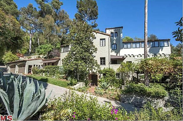 Sheryl Crow has listed her 11-acre estate for nearly $16 million. (Zillow)