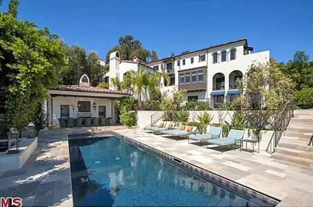 The Pacific Palisades home is for sale for $9.45 million.(Zillow.com)
