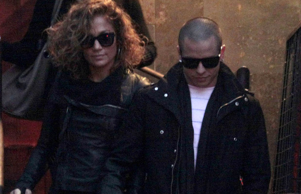 JLo and Smart make one good-looking couple. (Splash News)
